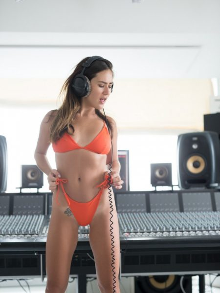 Madison Walker Listens To Some Music And Strips Naked For You Let Me Jerk 1